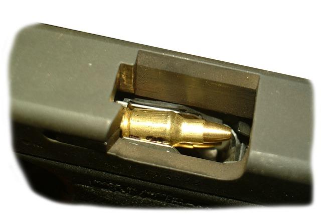 pistol-vs-revolver-3