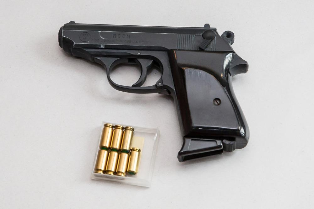 pistol-vs-revolver-4